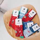W tym roku naprawdę zaszaleliśmy 🎅🏻 W naszym sklepie online znajdziecie dużo nowych skarpetek w świąteczne wzory: jest Święty Mikołaj, renifery, sanki, elfy, ciasteczka. Jednym słowem wszystko, co od zawsze kojarzy nam się z ciepłymi (i kolorowymi) Świętami 🎄 . . . . #skarpetki #moresocks #mismatched #mismatchedsocks #koloroweskarpetki #more #flaming #święta #kolekcjaswiateczna #xmas #mikołaj #prezenty #naprezent #pomyslnaprezent #niedopary #newsocks #ilovesocks #newcollection #madeinpoland #polskamarka