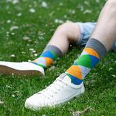 Lubisz kolorowe romby? Bo my bardzo 🙌🏻 . . . . #skarpetki #more #moresocks #socks #casual #cotton #color #nogi #legs #shoes #dodatki #accessories #man #instaboy #boy #facet #trawka #september #wrzesień