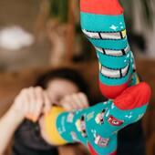 Wskakujesz rano w kolorowe skarpetki i od razu masz więcej energii - mamy nadzieję, że właśnie tak u Was działa 🙌🏻 . . . . #skarpetki #moresocks #socks #socksgirl #ilovesocks #kolorowe #flamingo #aparat #photodesign #mismatchedsocks #mismatch #niedopary #morning #polskamarka