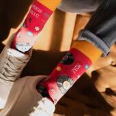 I need more music 🎼 A jeśli potrzebujesz więcej skarpetek, to dziś ostatni dzień naszej promocji 3+1 gratis 🙌🏻 . . . #mismatchedsocks #socks #more #music #red #czerwony #skarpetki #moresocks #girl #productphoto #shoes #jeans #casuallook #color #designedinpoland