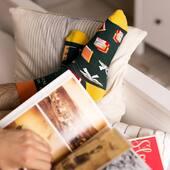 Taka pogoda i już prawie weekend, że chyba każdy najchętniej zostałby w domu z dobrą książką w ręku, prawda? PS Na nogach też 🙃 . . . . #hello #piątek #friday #prawieweekend #socks #moresocks #skarpetki #more #books #ksiazki #lubieczytac #instaboy #homesweethome #jesień #relaks #chill #mismatchedsocks