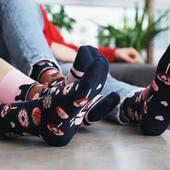 Dzisiaj Twój dzień mogą osłodzić nasze nowe skarpetki 🍓 Zajrzyj do naszego sklepu online, wybierz kolor, wersję: dłuższą lub krótszą i ruszaj na podbój dnia! 🙌🏻 . . . . #new #nowywzor #noweskarpetki #mismatched #mismatchedsocks #skarpetki #dlapary #niedopary #moresocks #socksgirl #socksboy #sweets #słodkości #lizaki #lolipops #shoponline #poland