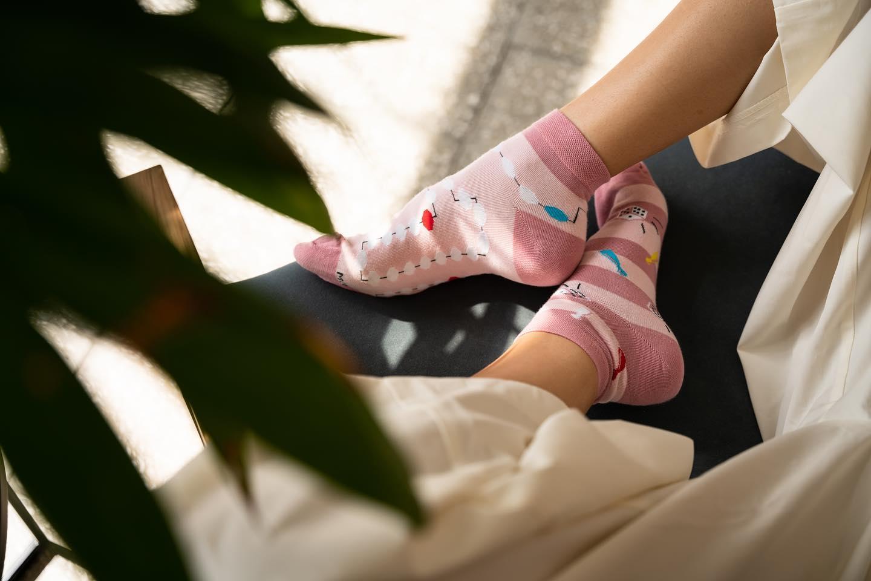 Lubisz planszówki? 🙌🏻 . . . . #skarpetki #more #moresocks #stopki #dlaniej #girl #mismatch #mismatchedsocks #gramy #pink #ilovesocks #anklesocks #nogi #weekend #relax #lazyday