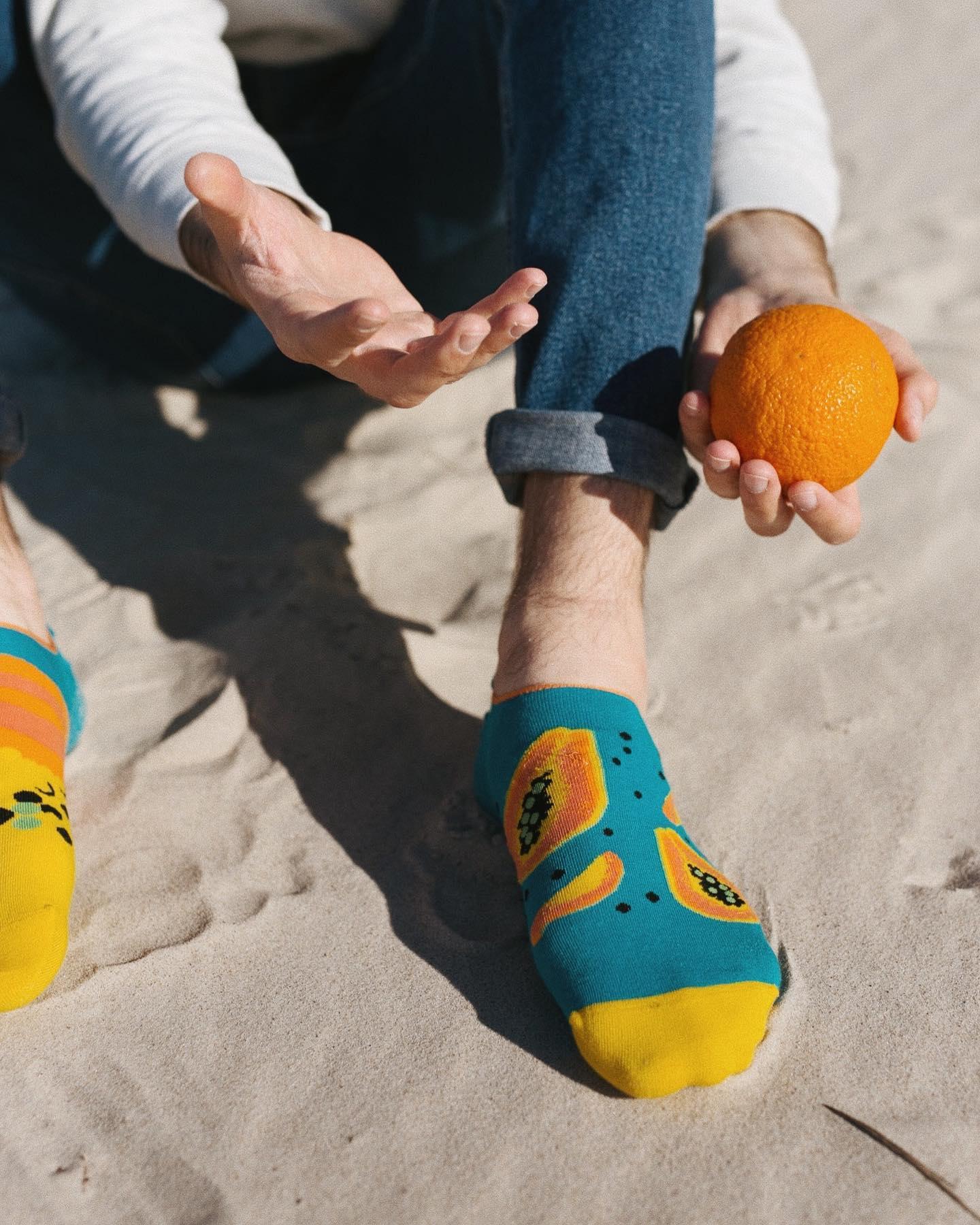 Wakacje... zaczekajcie jeszcze chwilę! 🙌🏻 . . . . #stopki #moresocks #anklesocks #cotton #mismatchedsocks #mismatch #boy #instaboy #picoftheday #orange #papaja #plaża #beachvibes #sea #jeans #wakacje #holiday #sunday #sunnyday