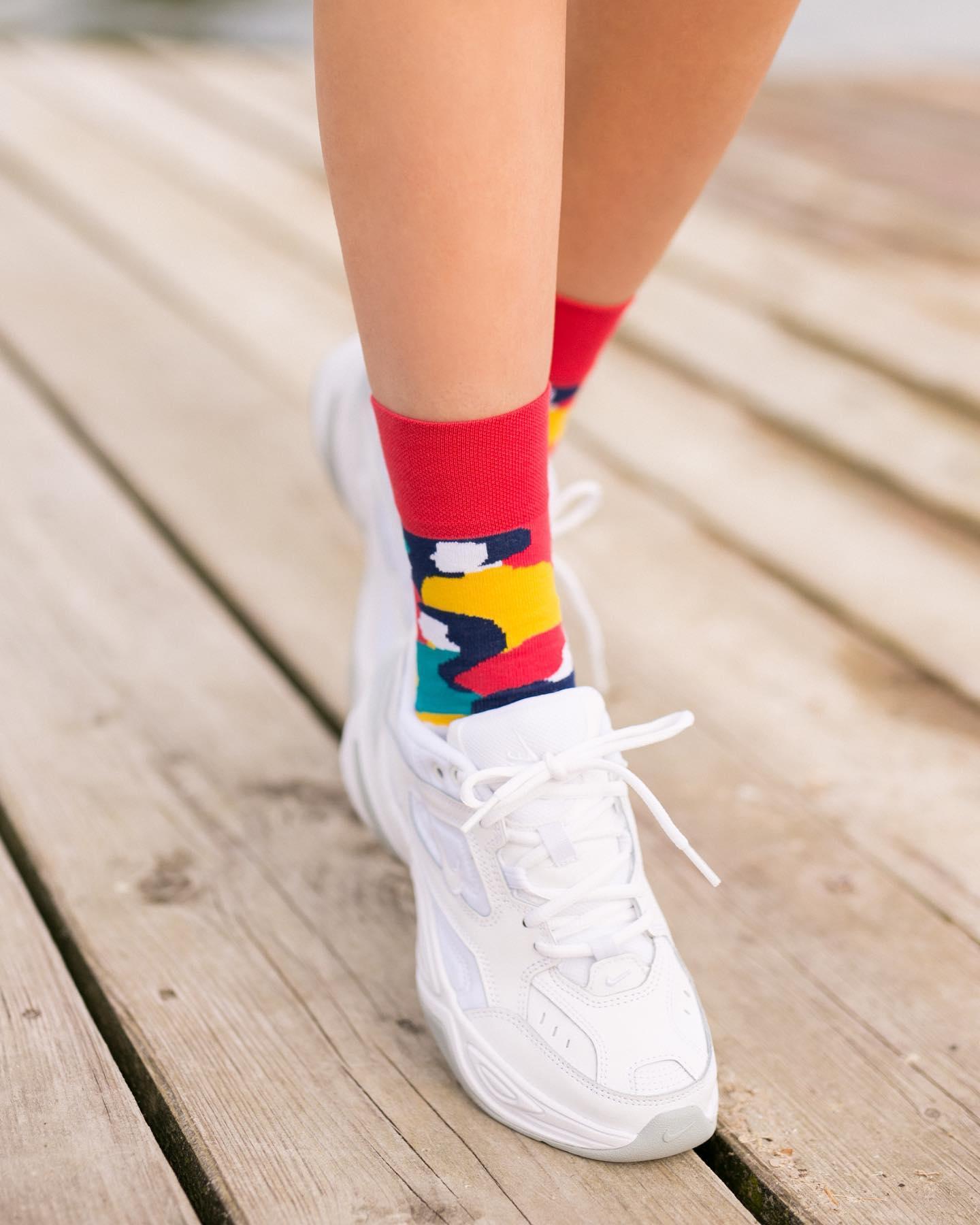 Dokąd dziś zmierzasz? 🙃 . . . . #hello #morning #walk #summer #wakacje #summervibes #lato #skarpetki #moresocks #skarpetkimore #shoes #ilovesocks #legs #jezioro #details #dodatki #girl #instagirl