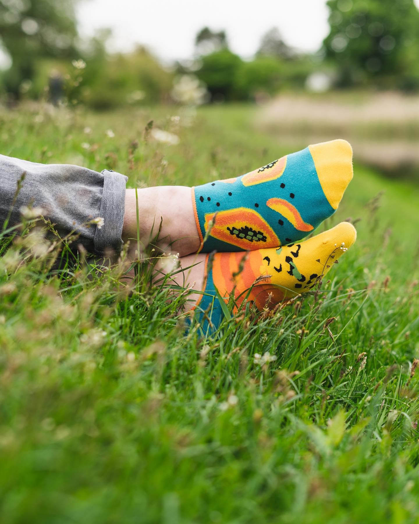 Lato jeszcze się nie kończy, więc pamiętajcie o fajnych i kolorowych stopkach. W ten weekend wysyłamy je do Was za darmo! 🙌🏻 . . . #stopki #lato #summer #summervibes #krotkieskarpetki #mismatchedsocks #niedopary #skarpetki #moresocks #more #papaja #trawa #natura #relax #chill #boy #instaboy #jeans #wakacje #casuallook #colors #jestpieknie #poland