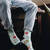Spędzamy dzień w naszych nowych skarpetkach 🥗 A Ty, co masz na sobie? 🙃 . . . . #socks #moresocks #morefashion #cotton #cottonsocks #instaboy #salad #skarpetkimore #jeans #facet #chlopak #casualstyles #środa #new #nowości #shoponline